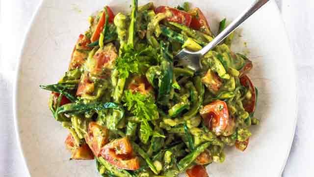 Courgette pasta recept lekker romig 380 calorie n - Comment cuisiner une courgette spaghetti ...
